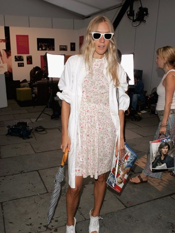 980x1306-6a-assets-elleuk-com-gallery-23769-chloe-sevigny-olympus-fashion-week-new-york-spring-2005-getty-jpg